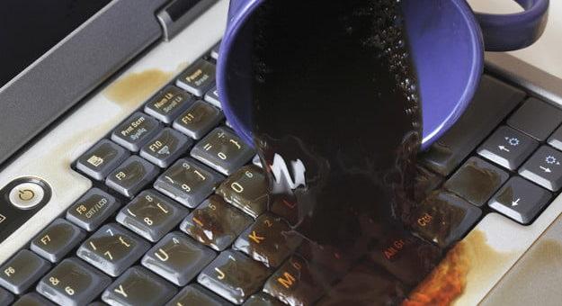 Jak radzić sobie z zalanym laptopem lub telefonem?